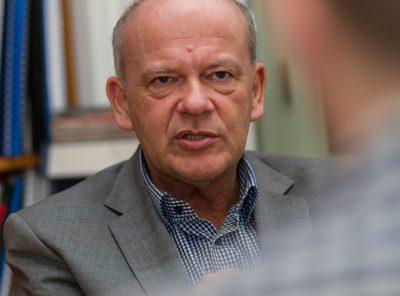 """Óhatatlanul kialakul egyfajta öncenzúra"" – interjú Komlósi Gáborral"